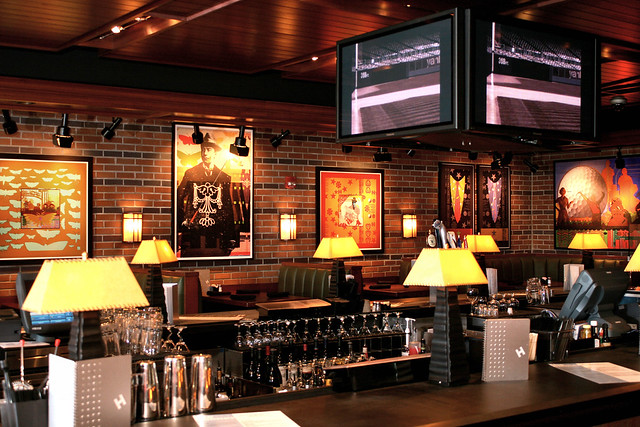 Houlihan S Restaurant And Bar