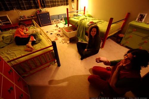 rachel telling nick a bedtime story    MG 4153