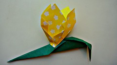 leaf(0.0), wheel(0.0), petal(0.0), art(1.0), art paper(1.0), origami(1.0), flower(1.0), yellow(1.0), paper(1.0), green(1.0), origami paper(1.0), craft(1.0),