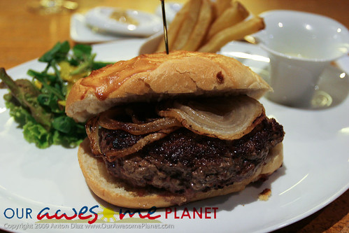 lusso 39 s foie gras burger our awesome planet. Black Bedroom Furniture Sets. Home Design Ideas