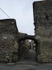 Saint-Restitut - Porte rose