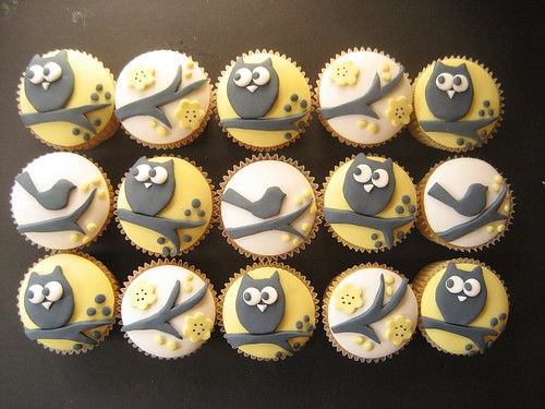 yellow owl and bird cupcakes
