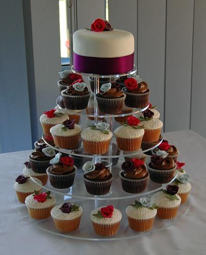 Cake With Cupcakes On Top : Cupcakes: Cupcake Cakes