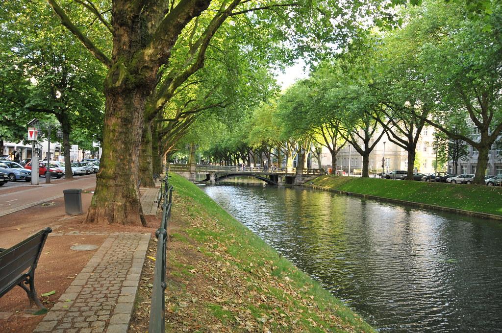 Königs Allee qui est le boulevard le plus chic de Dusseldorf