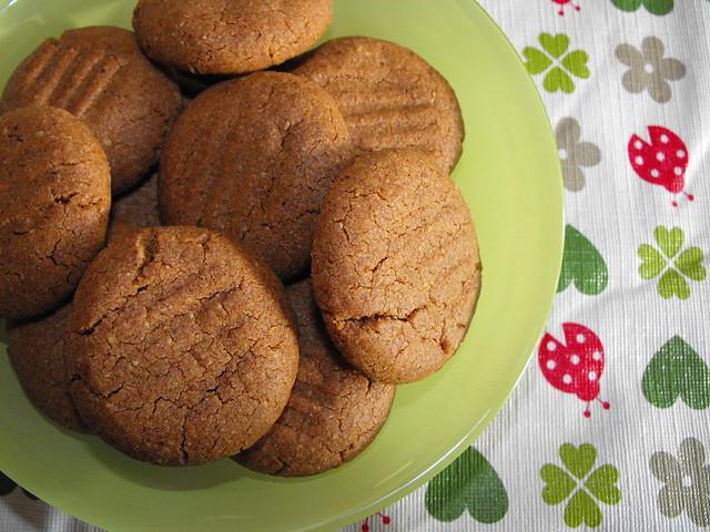 Biscoitos de chocolate e avelã
