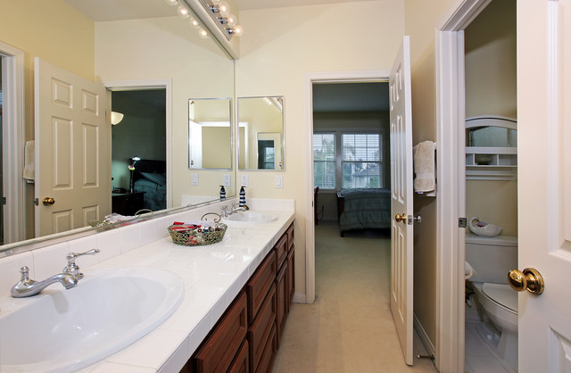 Jack And Jill Bathroom Casual Cottage