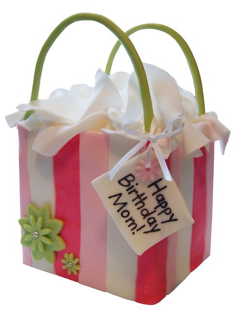 how to make a gift bag cake