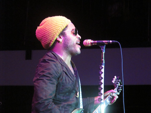 Lenny Kravitz at Gulf Aid. Nice strategy, sticking extra guitar picks to the mic stand!