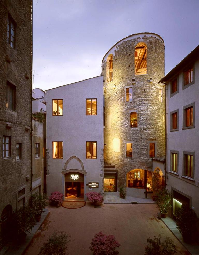 Hotel Brunelleschi - La torre bizantina all'ingresso