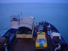 Viagem de ferry boat até Banjul, Gambia