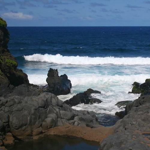 Waves crashing the lower rocks at the O'heo Gulch.