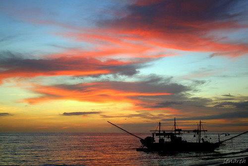 sunset sea sky colors clouds boat philippines sanjose fishingboat banca occidentalmindoro pinoykodakero lenareh