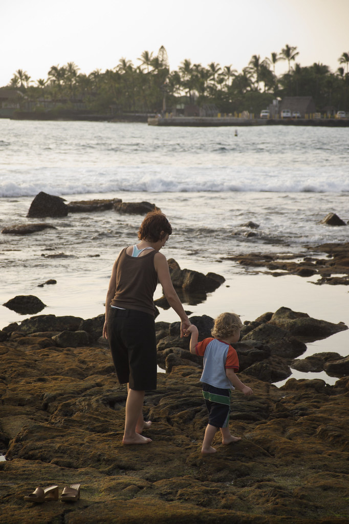 Sis & Lorenz on the Kona Rocks
