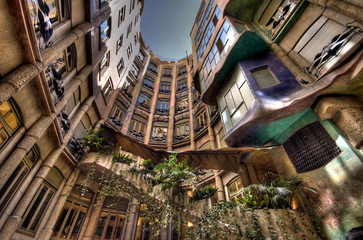 Casa Milà: Courtyard HDR