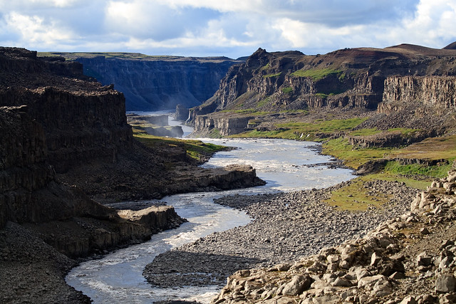 Río Jökulsá a Fjöllum recorriendo el cañón Jökulsárgljúfur. Islandia