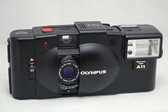 Olympus XA2 and A11 flash