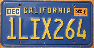 CALIFORNIA 1986 LICENSE PLATE ---BLUE BASEPLATE ---UNUSUAL 86 STICKER MYSTERY?