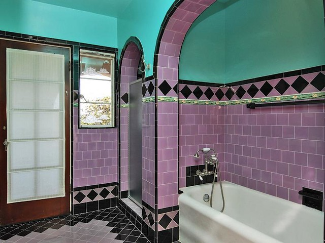 Pinkish Lavender And Aqua 1930 Bath