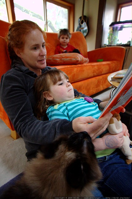kathy reading everyone a story - _MG_0467