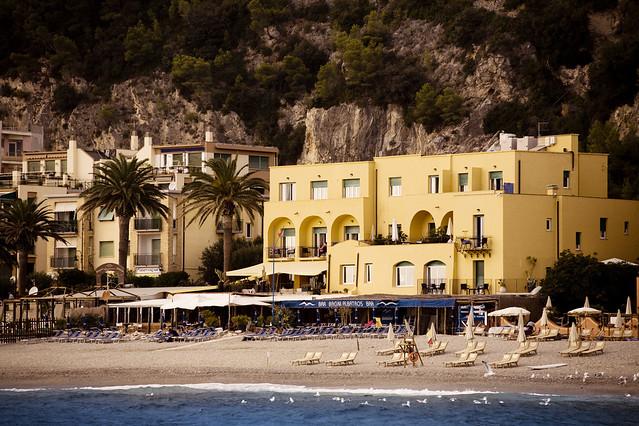 Boutique hotel albatros varigotti savona mare il mare for Boutique hotel liguria