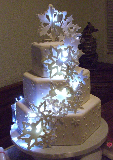 Light Up Snowflake Cake With Lights
