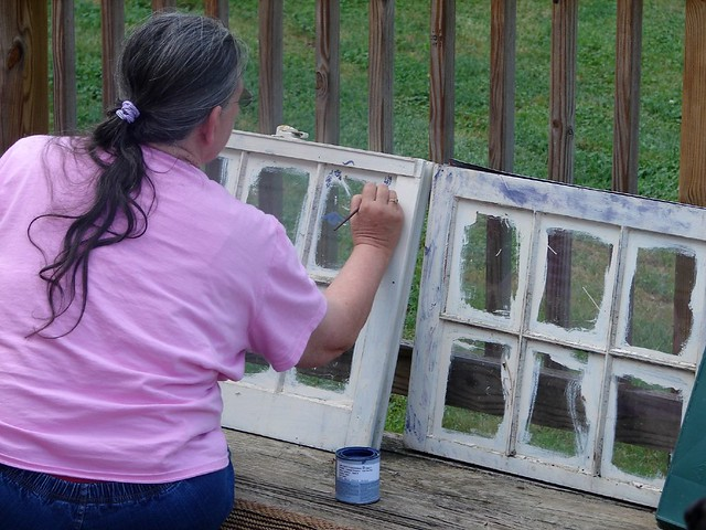Making garden art decorating the old mud room windows for Outdoor decorating with old windows