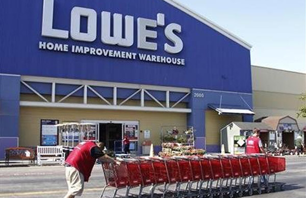 Lowe's Inc. is pushing to attract more professional contractors, builders and tradesmen