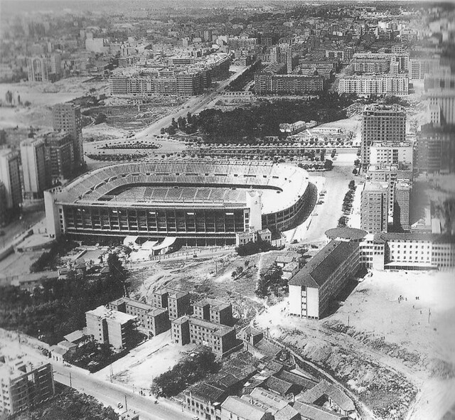 Estadio santiago bernabeu 1950 flickr photo sharing for Puerta 4 santiago bernabeu