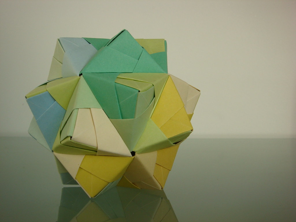 Herconfederates most interesting flickr photos picssr modular sonobe origami icosahedron blue geen yellow 30 pieces jeuxipadfo Gallery