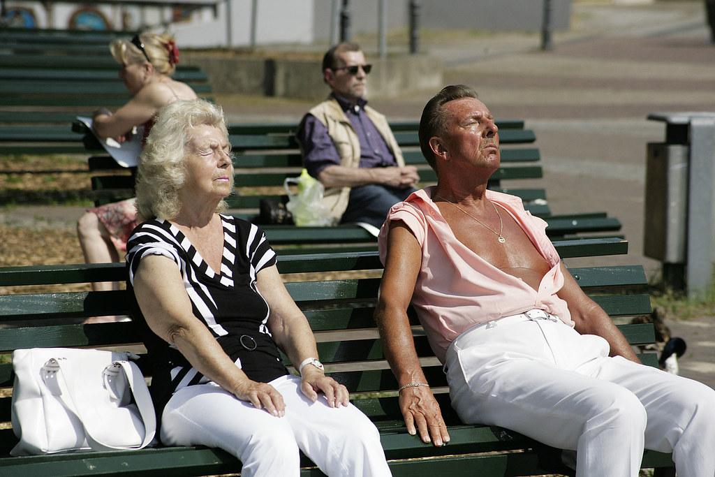 Sun worshippers, Berlin © Rob Watkins 2009