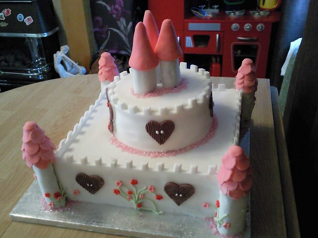 Easy Castle Cakes for Girls http://www.flickr.com/photos/cakesbyangel2212/3584901294/