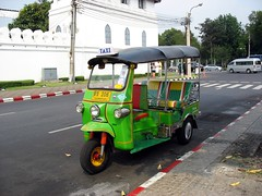 truck(0.0), cart(0.0), rickshaw(1.0), automobile(1.0), vehicle(1.0), transport(1.0), mode of transport(1.0), light commercial vehicle(1.0), land vehicle(1.0),