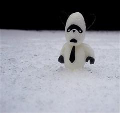 animal(0.0), penguin(0.0), flightless bird(0.0), winter(1.0), white(1.0), snow(1.0), black(1.0), snowman(1.0),