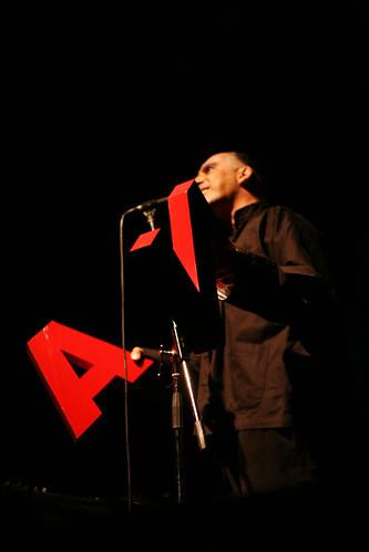 Multi_01_08> Arnaldo Antunes + Marcia Xavier