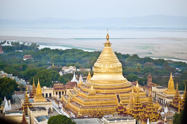 Shwezigon Zedi, Bagan, Myanmar