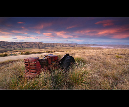 new old pink sunset lake tractor island south central zealand otago onslow roxburgh