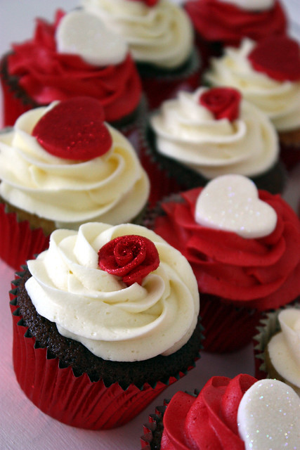 Roses & Hearts Wedding Cupcakes