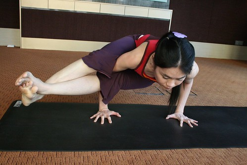 Side arm balance, with legs extended