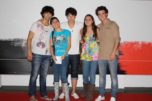 Vicencio blog jonas brothers meet and greet - Jonas brothers blogspot ...