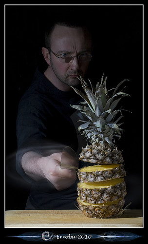 Practising my knife skills, Part II : Slicing the pineapple