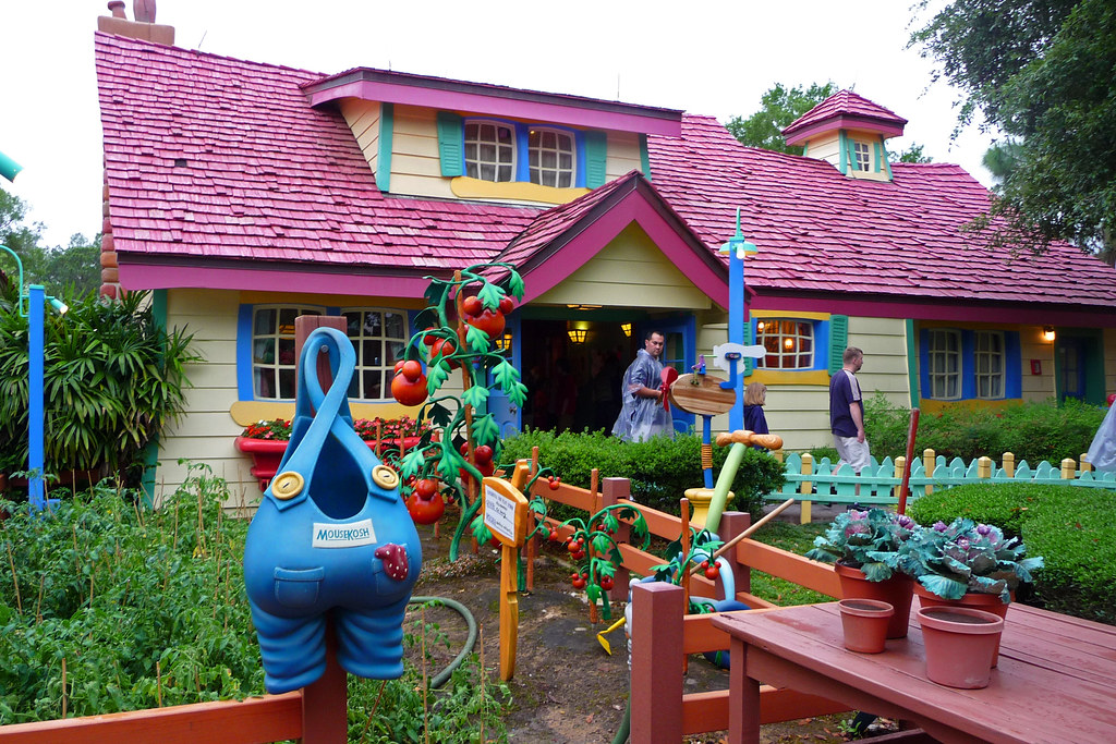 Mickey 39 S Toontown Fair Closed At Disney Character Central