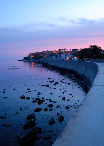 castle rock stone wall night sunrise reflections d50 dawn rocks mediterranean stones fv5 greece crete getty stonewall seafront mediterraneansea gettyimages southerneurope rethymno fortezza greekisland venetiancastle views500 5photosaday seaofcrete réthymnon paliapoli pwpartlycloudy