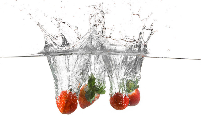 3236763364 11dc1a0d7e z Splash Photography Makes Me Hungry For Fruits