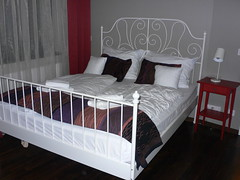 infant bed(0.0), studio couch(0.0), floor(1.0), bed frame(1.0), furniture(1.0), room(1.0), box-spring(1.0), bed sheet(1.0), bed(1.0), bedroom(1.0),