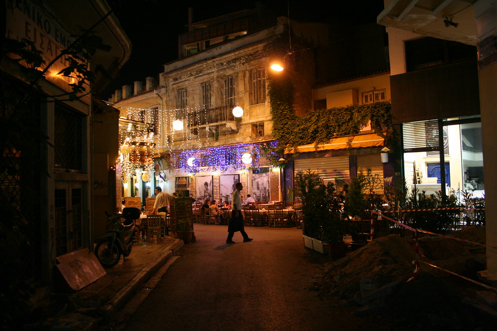 Athens by night: Life is on the streets