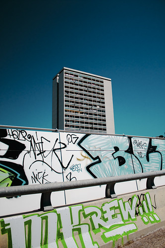urban building canon eos graffiti is marseille motorway 1855mm efs f3556 450d