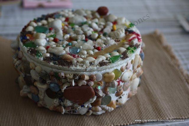 Inspiraciones manualidades y reciclaje decorar con for Espejos decorados con piedras