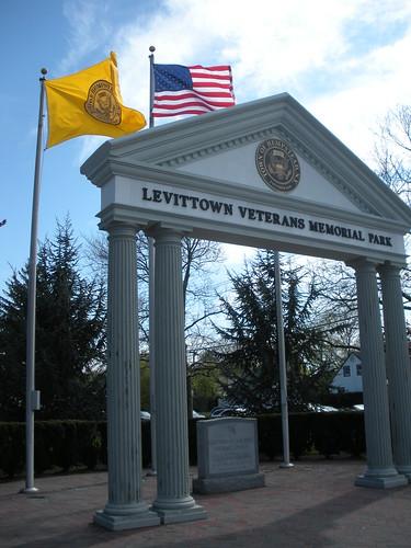 4-25-09 Levt-Tea Party1