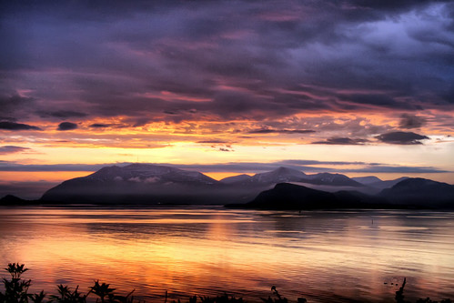 sunset mountains fog fjord ålesund aalesund bej larigan valderøyfjord phamilton gamlemstveiten actuallyitwasnearersunrise nomatteritsallthesame