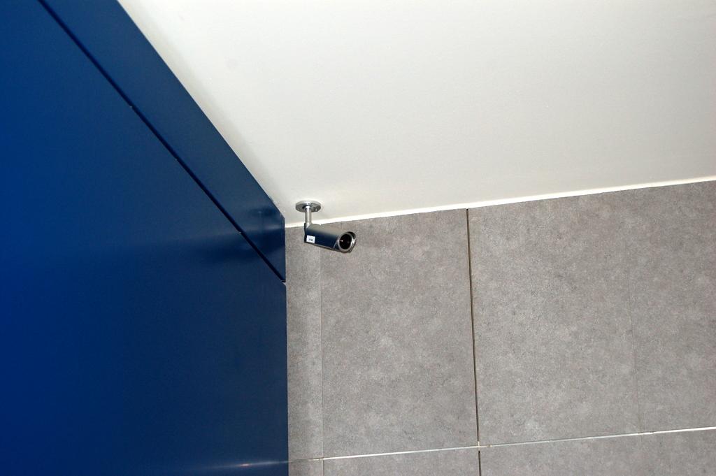 No alle telecamere negli spogliatoi aziendali